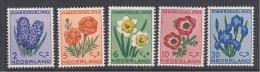 PAYS  BAS - Série  590 / 594  **  -  Cote : 32  € - Period 1949-1980 (Juliana)