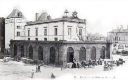 RIOM - La Halle Au Blé - Très Beau Plan Animé - Riom