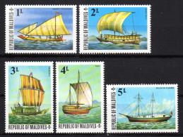 MALEDIVEN 1975 ** Segelschiffe - MiNr.595-599 MNH - Schiffe