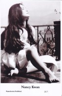 NANCY KWAN - Film Star Pin Up - Publisher Swiftsure Postcards 2000 - Postales