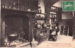 C.P.A. -  LA NORMANDIE PITTORESQUE - 3086 - Vieux Manoir Normand (intérieur) - France