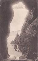 Cp , 29 , MORGAT , La Grotte De Roméo , Au Fond , Pointe De Gador - Morgat