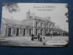 Je Pars De Vannes  Bon Souvenir  La Gare - Animée : Diligences - Ed. Artaud 85 - écrite 1916 - L208 - Vannes