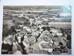 CASTELNAU-RIVIERE-BASSE (Hautes-Pyr�n�es)  :  Vue g�n�rale a�rienne  -  La Place de la Mairie   XXX  1956