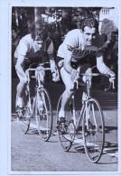 CYCLISTES PHOTO DE A.I.G.L.E A CHASSIEU - Sport