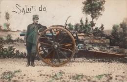 MILITARI -MILITARE-SALUTI DA-SOLDATO E CANNONE-VG 1915-2 SCAN - Otros