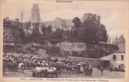 CPA Animée (22) QUINTIN Le Champ De Foire Sous Les Murs Du Château Bovins Bestiaux - Quintin