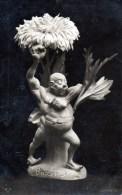 55Ptu   Sculpture Gnome Créature Sous Un Oeillet Boxer - Sculture