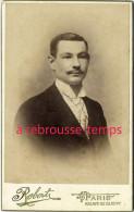 CDV Vers 1900-bel Homme Homme élégant Cravate Carreaux-mode--photo Robert à Paris - Photographs