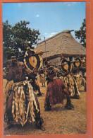 Carte Postale Fidji  Meke Wese  Danse Chef Du Village Trés Beau Plan - Fiji