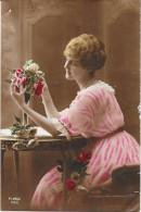 CPA COLORISEE FANTAISIE  -  La Jolie Jeune Femme Aux Fleurs   - ENCH33 - - Women