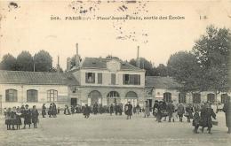 PARIS XIII PLACE JEANNE D´ARC SORTIE DES ECOLES - Arrondissement: 13
