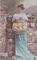 Cpa   - Joyeuses  Pâques - Femme  Avec Panier D´ Oeufs - Pâques
