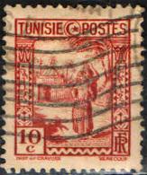 TUNISIA - 1931 - DONNA ARABA CHE TRASPORTA UNA BROCCA D'ACQUA - 10 C. - USATO - Tunisie (1888-1955)
