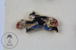Fireman/ Firefighter Runing With Water Buckets Pin Badge #PLS - Bomberos