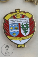 Chateauneuf Loire France Sapeurs Pompiers Fireman/ Firefighter - Pin Badge #PLS - Bomberos