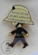 Association Jeunes Sapeurs Pompiers Ile De Noir Moutier - Pin Badge #PLS - Bomberos