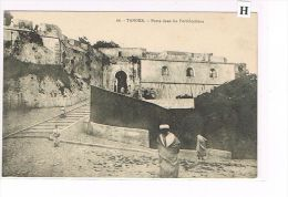 CPA ,Maroc- Tanger - Porte Dans Les Fortifications - (033) - Tanger