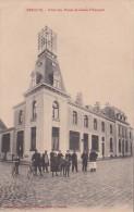 CPA Animée (59) BERGUES Hôtel Des Postes Et Caisse D´ Epargne Facteur à Vélo Postman Postier - Bergues