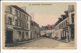 Carte De LOUDEAC La Rue Cadélac ( Pompe à Essence / Hôtel De France ) ( Peu Courante Colorisée )  ( Recto Verso ) - Loudéac
