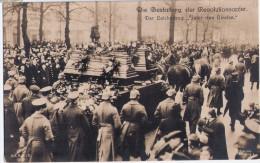 BERLIN Unter Den Linden Trauerzug Für Die Opfer Der Revolution Reichswehr Pickelhaube Ungelaufen - Grèves