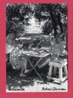 CP  (Réf : V 130) « ILLUSTRATEURS & PHOTOGRAPHES » Robert Doisneau LES VACANCES - Doisneau