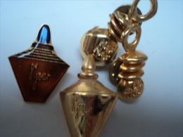 YVES ROCHER,NAFNAF :LOT 4 PIN´S  SUPERBES ,DONT UN DOUBLE FERMOIR  LIRE ET VOIR !! - Miniaturen Flesjes Dame (zonder Doos)