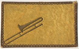 Carte Bords Chromo Et Instrument Musique Gaufré Doré Trombone Sur Velours Jaune Velvet - Cartes Postales