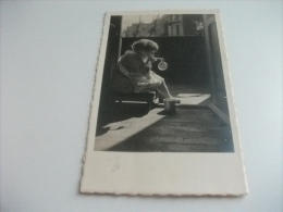 BAMBINA CHE GIOCA CON LE BOLLE DI SAPONE  FOTOGRAFICA - Cartoline