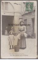 75- Les Petits Métiers Parisiens--La Marchande De Cerneaux-- - Straßenhandel Und Kleingewerbe
