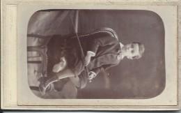 Photographie Montée Sur Carton /Jeune Garçon Sur Chaise/CHARPY / Paris /vers 1895  PHOTN32 - Photos