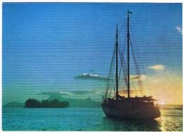 Cpm  GOELETTE Dans Le Port De Papeete Au Loin La Silhouette De L Ile De Moorea - Bateaux