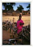 Afrique Noire     H19    Au Village - Cartes Postales