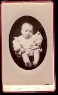 Ancienne Photo Sur Carton Bébé Photographe ALOTTE à Commentry Maison BELLOT - Anonieme Personen