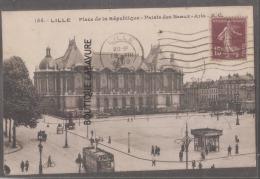 59 - LILLE -Place De La République--Palais Des Beaux Arts-tramway--anilmé - Lille