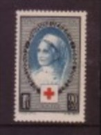 France: Scott  # B81, Mint Hinged Red Cross Offset On Back Catalogue $6.75 - Unused Stamps