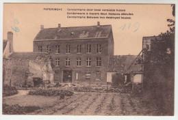 Poperinge, Poperinghe, Gendarmerie door twee vernielde huizen (pk22438)