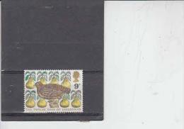 GRAN BRETAGNA 1977  - Unificato  845 - Uccello E Frutta - Natale - 1952-.... (Elisabetta II)