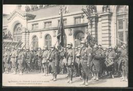 CPA Fahne Des 13me De Ligne Avec Ehrengarde Auf Dem Place De La Gare Bei Siegesparade - Militaria