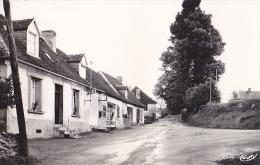 CPSM Montgibaud (Corrèze) Rue De La Poste - Excellent état  ( Affiches Pinder - Animation Habitants )) - Other Municipalities