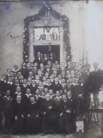 Photo devant le Patronage avec un groupe de la J.O.C. prise lors de la visite de Monseigneur CARDIJN