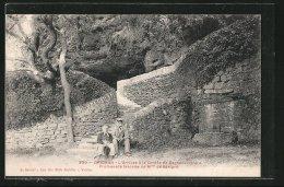 CPA Grignan, L'arivée A La Grotte De Rochecourbiere - Grignan