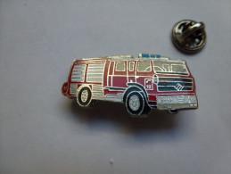 Beau Pin´s En EGF , Pompiers SP , Camion Renault - Brandweerman