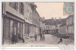 Cpa Réf-JP-P498 (  Dép-10 à ERVY 1903 ) Des Jeunes Dans La Rue Guérillon , Et Le PaPY  Sur La Chaise Devant La Librairie - Ervy-le-Chatel