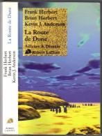 """AILLEURS ET DEMAIN """" LA ROUTE  DE DUNE """" HERBERT DE 2006  AVEC 425 PAGES - Robert Laffont"""