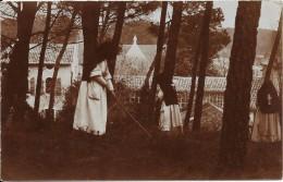 CARTE PHOTO A IDENTIFIER  -    Des Bonnes Soeurs qui jardinent - - VAN -