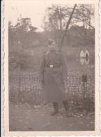 Foto Deutscher Soldat - Wehrmacht - WW II - 7,5*5,5cm (17671) - Krieg, Militär