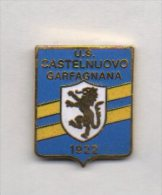 Pin´s U.S. Castelnuovo Garfagnana Calcio Distintivi FootBall Soccer Spilla Lucca Toscana - Calcio