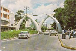 KENYA / KENIA - MOMBASA, Mercedes, Audi, Elefantenzähne - Kenia