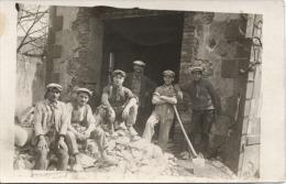 CARTE PHOTO  -  A  identifier  -  Reconstruction  apr�s  Guerre - Ma�ons  - Ouvriers - Ma�ons de la Creuse ?